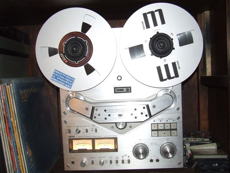Prima werkende AKAI GX635D tapedeck .Transistoren van de geluidskanalen zijn preventief vervangen. Met pancake houders, remote afstandsbediening en een leeg en vol full-size reel met muziekKopen of ruilen tegen het schuren en zwart overspuiten van mijn oude cabrio!