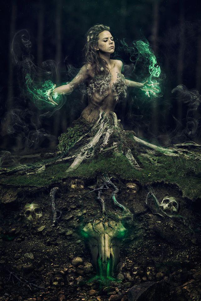 Laura Marijn haar fotografie hangt vanaf morgen in Mauve.  For the Dark Realm Collective - Witchcraft edition photography and photoshop: Dracorubio model: Laura Marijn textures: textures.com and