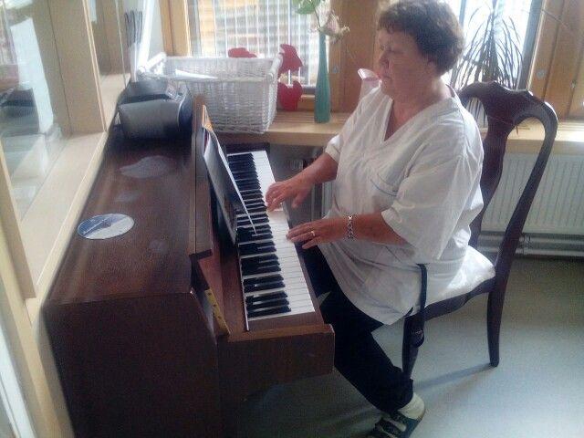Pianon pimputusta opetellen.