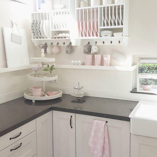 lovely nook in my kitchen :) enjoy your evening sweet people..by Tamara Jonker #kitchen #landelijkestijl #cozyhome #keuken #tamarajonker #lovelyhomeandme  #bastioncollections #interior #picoftheday #candles #candlelight #cozyhome #cozy #xmas2015 #xmas #kerst #gezelligheid #pinkhome #pink #love #dreamhome #livingroom #woonkamer #landelijkestijl #rivieramaison #wonen