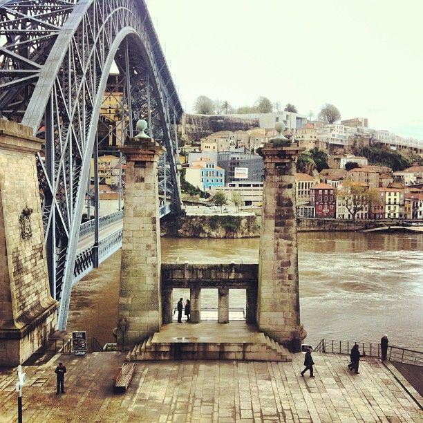 Pilares da Ponte Pênsil em Porto, Porto