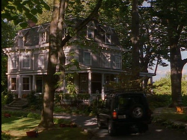 Famous Movie Houses ... love this website.  It has an alphabetical listing, photos, and movie info for all those beautiful homes you see in the movies.  Very interesting to see!