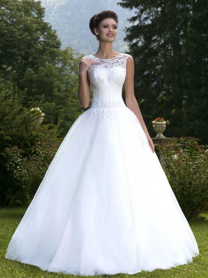 Najkrajšie svadobné šaty s čipkou