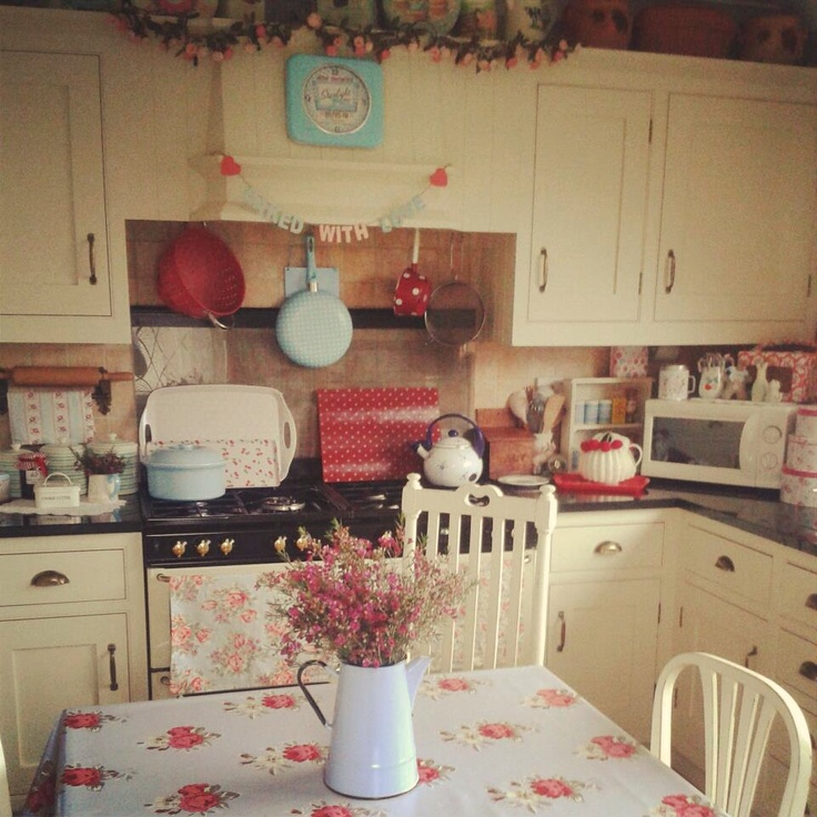 #shabby #english #kitchenLooks like my kitchen, our lower cabinets are red. I still love the paint over stained wood....