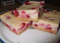 Krupicový koláč s tvarohem a ovocem ( rybízem )