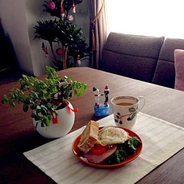 Xmasの朝に、こんな朝食はいかが? - 20件のもぐもぐ - ハムエッグサンド、ロイヤルミルクティー by pentarou