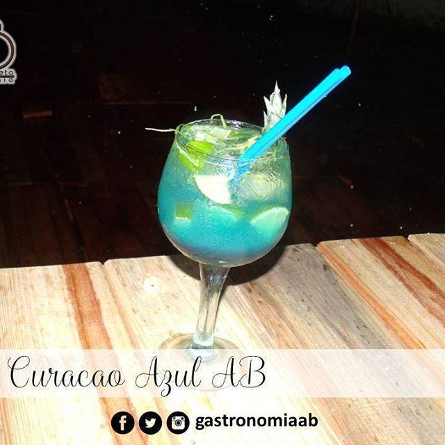 Luego de la Cena de Año Nuevo puedes disfrutar de deliciosos cócteles preparados con nuestros Licores AB, comienza el 2017 degustando los mejores cócteles con nuestro Curacao Azul AB y deleita a familiares y amigos.  A tu Salud!  Pide tus botellas al 0424-8930439  #gastronomiaAB #licoresAB #curacaoazul #cena #añonuevo #coctel #cocteleria #cocteles #bartender #bar #licores #familia #amigos #pideloya #maracay #quehayenmaracay