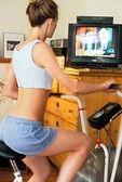 Il est très efficace de faire du vélo d'appartement pour maigrir. Le vélo augmente notre métabolisme de base, améliorant par la même occasion la tonicité musculaire. C'est un brûleur de calories efficace faisant du vélo un produit de beauté accessible à tous pour perdre du ventre et se retonifier.