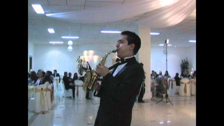 SHOW DE SAXOFON  EN BOGOTA (POR DEBAJO DE LA MESA-ARMANDO MANZANERO) Amamos lo que hacemos¡¡ #armandomanzanero #bolero #saxophone #music #bacosshow
