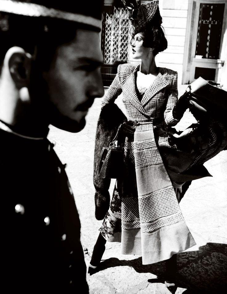 British Vogue, Prima Donna, September 2013 | Mario Testino ...