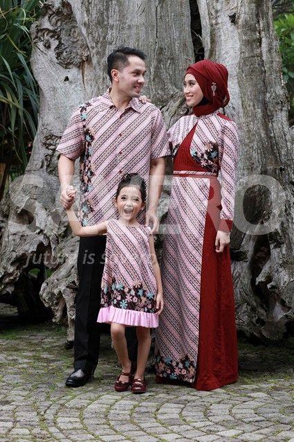 Baju sarimbit (pasangan) ayah (Haydar), ibu (Nici) & anak (Saldina)  jadi tambah serasi dengan pakaian yang kompak  Nb: untuk info lebih lanjut bisa koment ke komunitas PT.Savero Fashion & AIKENware