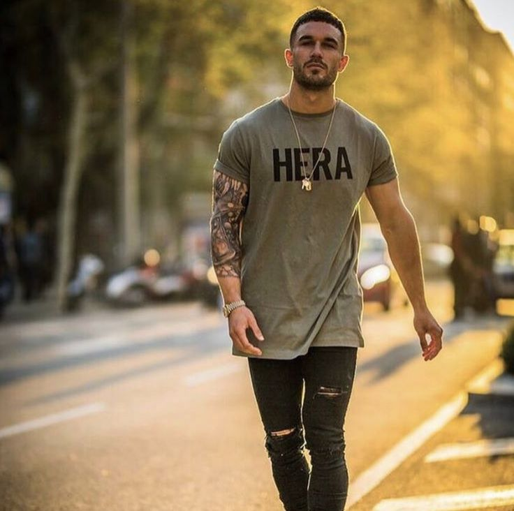 Khaki long-line T-Shirt and HERA Jeans - #hera #heralondon #streetstyle #streetwear #menswear #denim