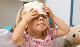 Fieber tritt bei Kindern häufiger und zum Teil mit hohen Temperaturen auf. Jedoch ist Fieber keine Krankheit, sondern eine natürliche und wichtige Reaktion des Körpers auf Krankheitserreger, Bakterien, Viren und andere Keime, die sich bei einer erhöhten Körpertemperatur nicht so gut vermehren und leichter abgetötet werden können.