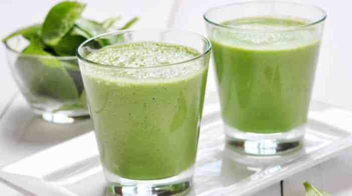 smoothie-detoxikačné-drink-špenátu-banana-jabuka_702x391