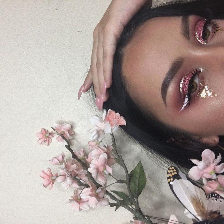 Eyes: #anastasiabeverlyhills Modern Renaissance Palette Glitter: @jacquelinedeviantecosmetics #nyxcosmetics white liquid eyeliner