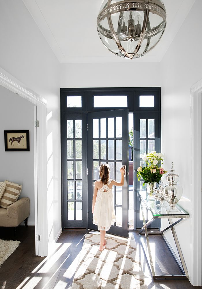 We love this beautiful family home in Sherwood. Photography by Elouise van Riet-Gray http://www.queenslandhomes.com.au/family-home-is-casual-elegance/