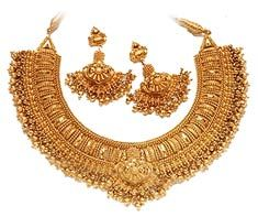 Google Image Result for http://4.bp.blogspot.com/-7vr41zIICjQ/Tnn6xdBeOxI/AAAAAAAAAes/lYjRGsS9nug/s1600/indian-gold-jewellery-751330.jpg