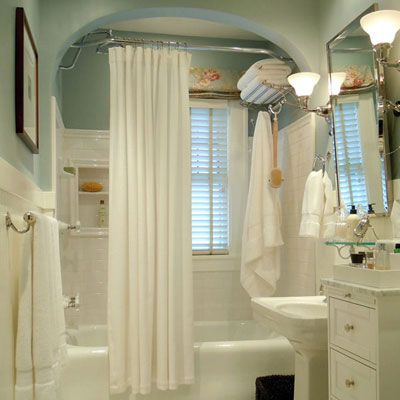 Terrific update of a vintage 1930s bathroom—hooray for keeping the charm!