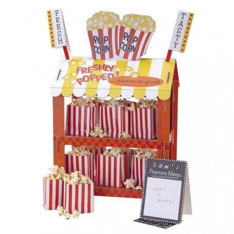 Ce présentoir réversbile Pop Corn / Hot Dog en forme de petit stand USA fera sensation sur vos sweet tables ! Il trônera à merveille sur vos Candy Bars et buffets gourmands ou fera office de centre de table original et ludique. Son look gourmand et coloré épatera vos invités lors d'anniversaires, baby shower, mariages ou autres moments festifs… !