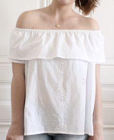 Tuto couture pour transformer un patron en top épaules dénudées, la tendance de cet été ! Un tuto facile pour de la couture débutant.