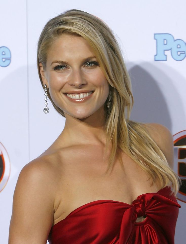"Delightful Ali Larter ... Yummy Babe... After the success of Heroes, Larter appeared on People-s -Ten Best Dressed List"" as -The Newcomer- in 2007"