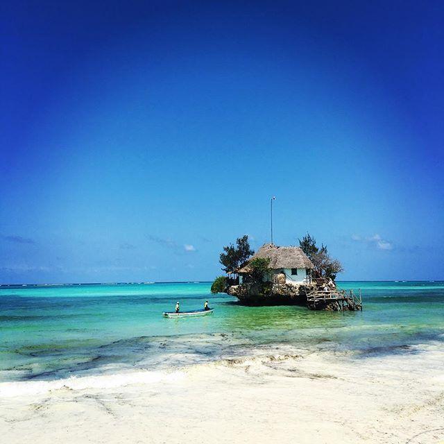 【hidden.hide】さんのInstagramをピンしています。 《#therock #tanzania #zanzibar #paje #世界旅 #世界一周 #ビーチ #タンザニア #ザンジバル #バックパッカー #一人旅 #旅 #レストラン #海 #trip #worldtrip #restaurant》