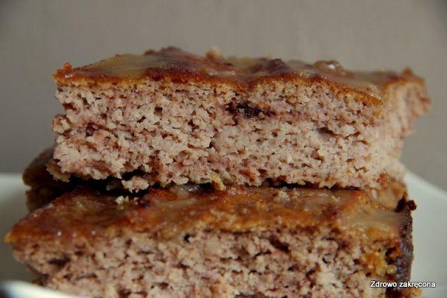 Zdrowo zakręcona: Proste bezzbożowe ciasto bananowo-kokosowe z polewą karmelową