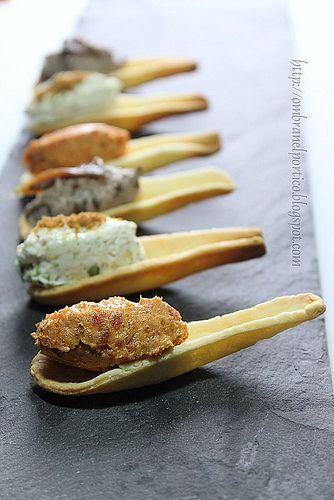 Cucchiaini di brisè con:  1)ricotta, pomodori secchi e salame calabrese  2)ricotta, tonno, pistacchi e bottarga  3)ricotta, olive e acciughe               #recipe #juliesoissons