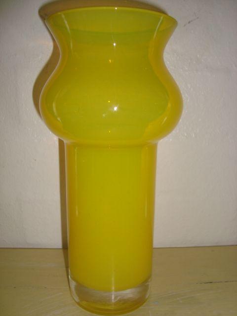 ÅSEDA 1970s - BO BORGSTRÖM H: 21 cm D: 9 cm foroven. #trendyenser #retro #vase #artglass #swedishdesign #nordicdesign #åseda #boborgström #sælges #tilsalg #forsale on www.TRENDYenser.com