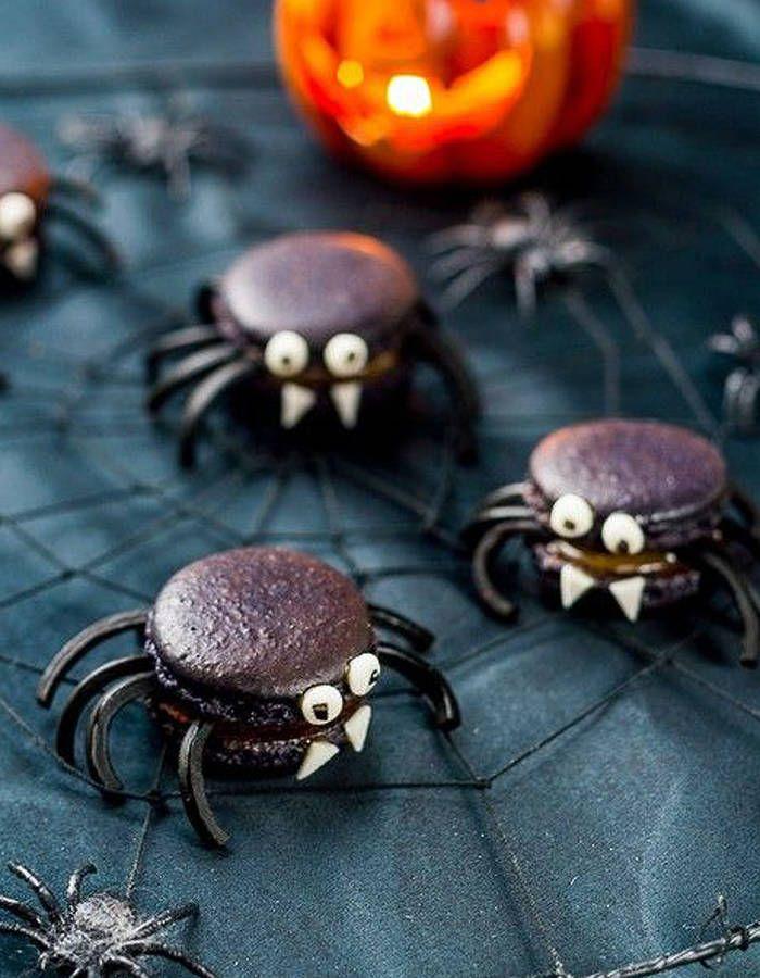 Araignées macaron à la réglisse de Halloween - Halloween : 24 recettes effrayantes et faciles repérées sur Pinterest - Elle à Table