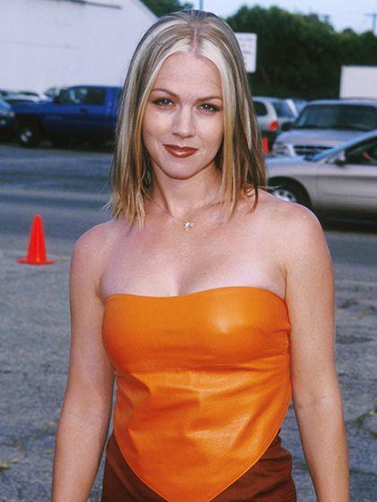 90s beauty trends - CHUNKY HIGHLIGHTS - Jennie Garth