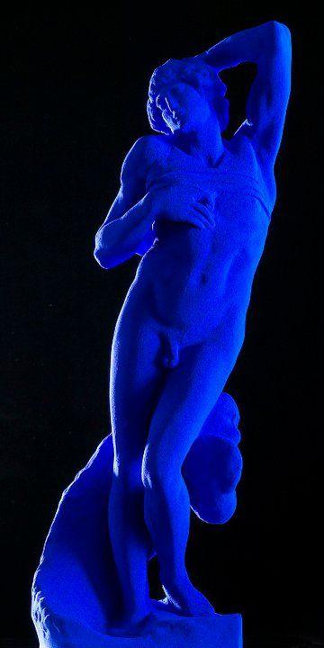 Lo schiavo morente. Michelangelo 1513-1516. rivisitato da YVES KLEIN 1962