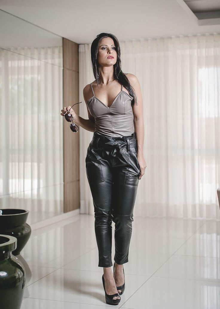 Госпожа в кожаных штанах фото #15
