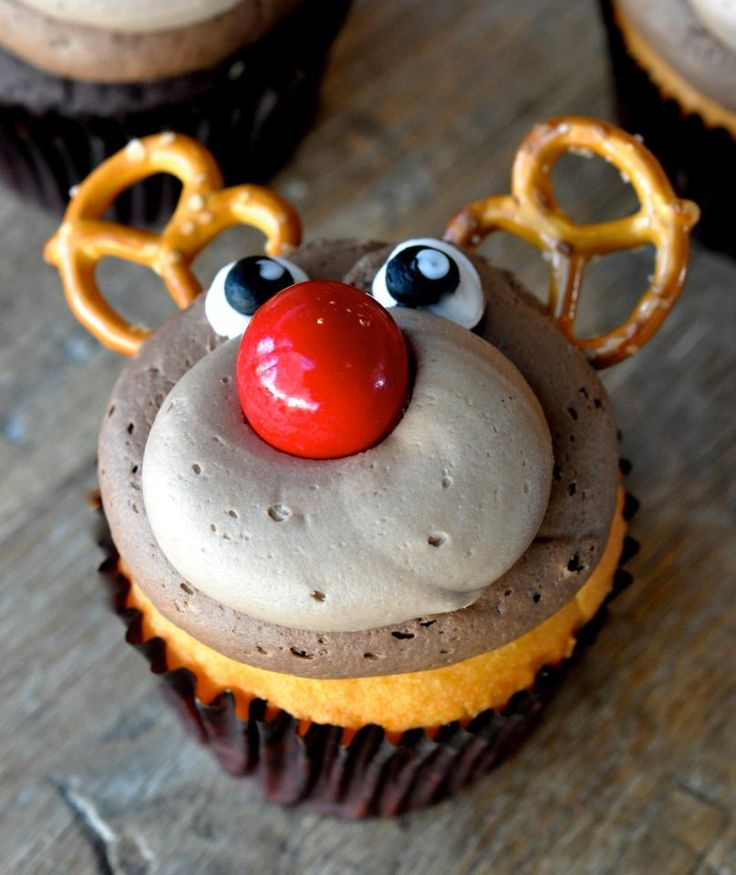 If this reindeer cupcake with pretzel antlers doesn't make you smile, no cupcake will