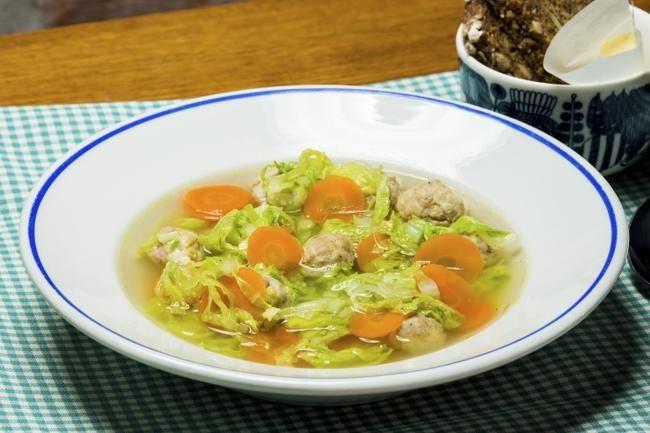 Fersk suppe med kyllingkjøttdeig