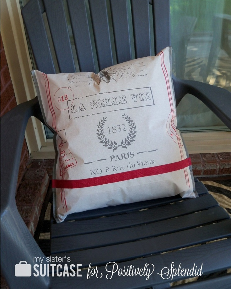 Positively Splendid {Crafts, Sewing, Recipes and Home Decor}: Outdoor Pillow from a Shopping Bag: Shopping Bags, Outdoor Pillows, Positive Splendid, Splendid Crafts, Shops Bags, Home Decor, Outdoor Decor, Sewing Ideas, Homes