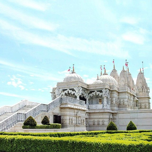 MUST SEE : The Shri Swaminarayan Mandir Hindu Temple in London  . Popularly known as the 'Neasden Temple'. This place is absolutely stunning. The building is breath takingly beautiful. Photo taken by ms_urbanista on Instagram.  #Londonmoments