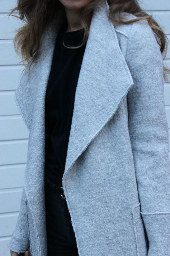 Coat Love. Find more pics on STYLE GLOBO. www.styleglobo.wordpress.com#fashion #coat #grey #greycoat #zara #fashionblogger #streetstyle #personalstyle #blogger #styleblogger