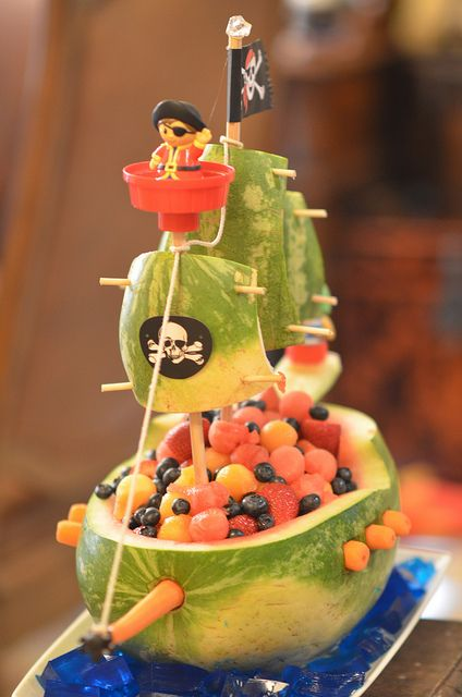 Watermelon Pirate Ship- @Victoria Brown Brown Brown Brown Brown Brown Brown Brown Broll Morris  Of course I find this after my party! lol Jake and the Neverland Pirates