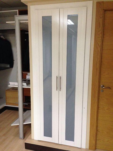 Frente de armario abatible en melamina blanca con cristal - Rieles para baldas extraibles ...