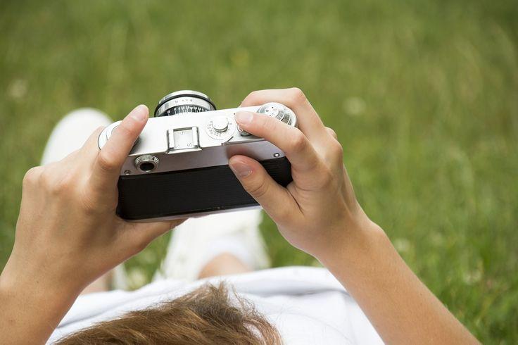 Każdy profesjonalny fotograf powinien posiadać zestaw dobrego sprzętu fotograficznego. Oprócz lustrzanki, zestawu obiektywów i statywu konieczny jest zakup wielu akcesoriów fotograficznych. Tylko wtedy możliwe jest wykorzystanie pełnego potencjału jaki drzemie w aparacie i stworzenie idealnych... http://ifotopress.pl/studio-i-jego-wyposazenie/