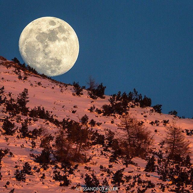 Welcome moon - Viote Monte Bondone - Photo Alessandro Toller  #monteBondone #trentino #trentinodavivere #moon