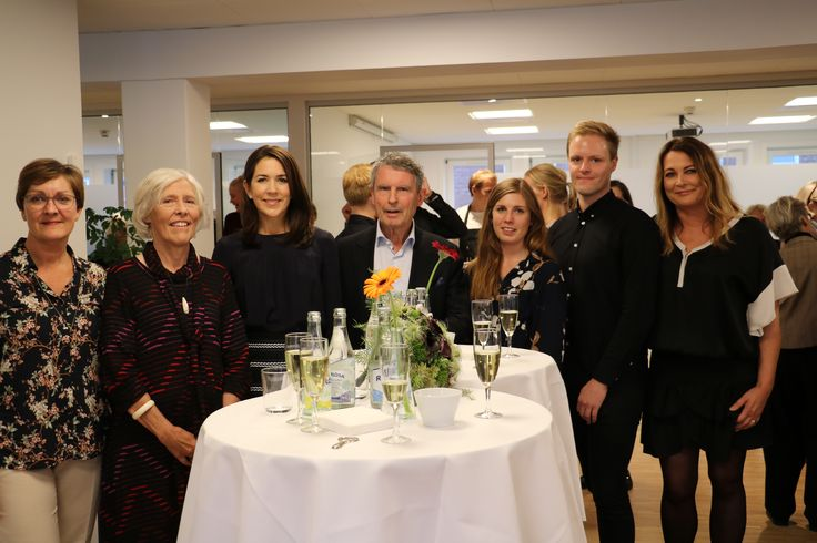 On 10 October also marked the WHO World Mental Health Day, World Mental Health Day, which is about creating awareness about mental illness and fight it.  The photo shows Crown Princess together with (from left): psychiatrist Pia Jeppesen, the Mental Health Foundation chairman Anne Lindhardt, founder of the Mental Health Foundation Jes Gerlach, blogger Kristina Hesselberg, former patient Jan-Alexander Schmidt and moderator Lizl Rand.   photo:   Peter Andersen ©  1 2 3 4 OCTOBER 10, 2016