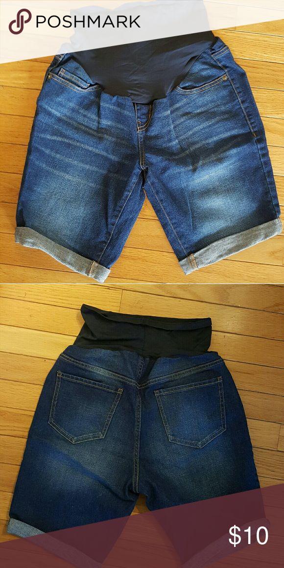 Old Navy Maternity Jean Shorts Size 4 Lightly used maternity Bermuda Short Old Navy Shorts Jean Shorts