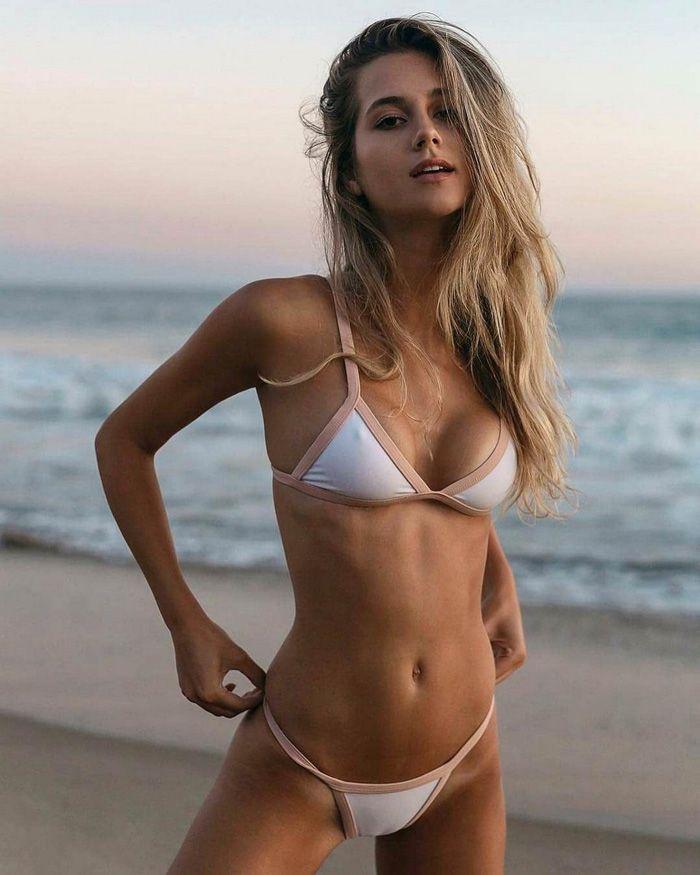 Girls bikinis pics