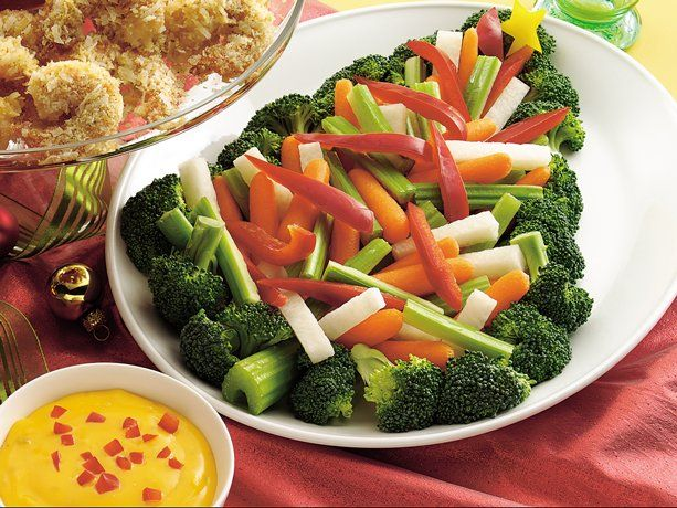 Vegetable Tree with Nacho Cheese Dip - a health holiday party crowd pleaser. #food #vegetables #crudités #Christmas #appetizers