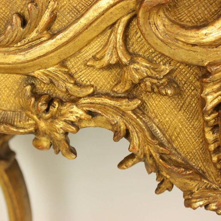 Aranyozott díszítés antik bútoron