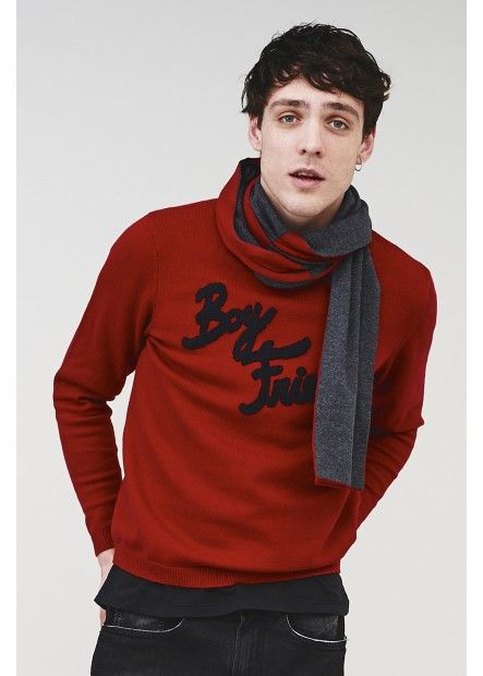 Wear this red sweater with sewn-on sponge detailing over a pair of dark skinny jeans. #SUN68 #SUN68FW16 #FW16 #uomo #man #fashion #cool #mood #winter #fall #newcollection #moda #outfit #shopping #beauty #boy #sweater #scarf