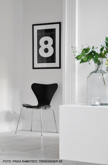 Via Wallstuff | Number 8 | Black and White | Arne Jacobsen Chair