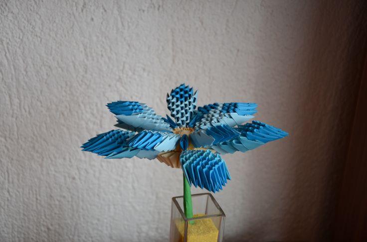 Květina udělaná ze zbytků - návod je také z netu. Jen barvy jsou pozměněné.